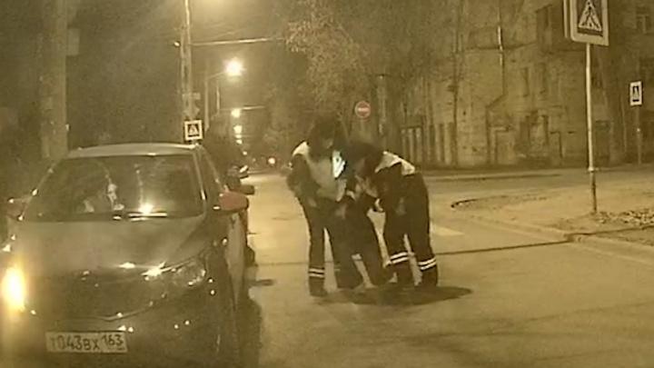 Ударил в лицо: появилось видео инцидента с активистом «Ночного патруля» и таксиста