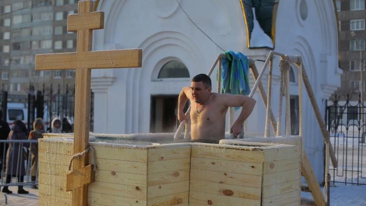 Воду в красноярских прорубях назвали безопасной для крещенских купаний