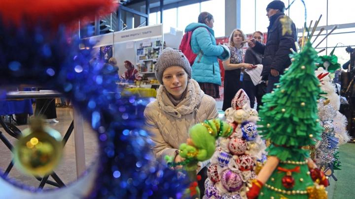Нелесные красавицы: в Уфе новогодние елки выстроились на парад