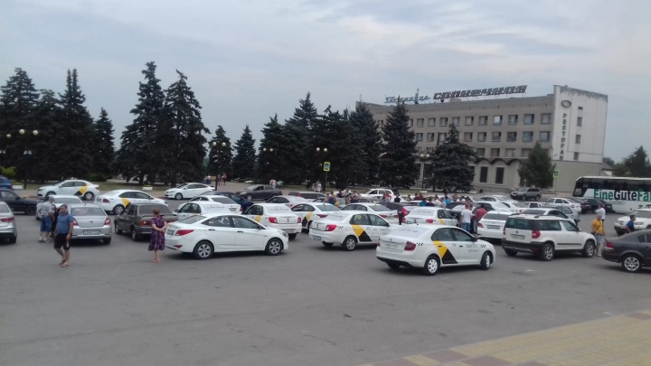 В Ростовской области водители «Яндекс.Такси» устроили забастовку
