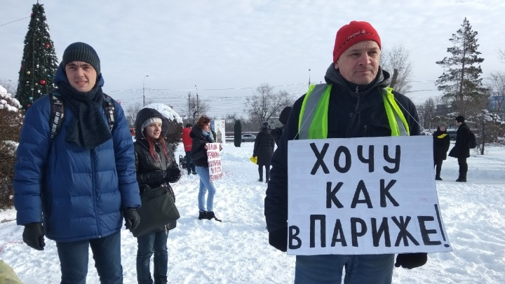 «Не хотим, чтобы нас доили, как коров»: волгоградцы вышли на митинг против роста цен на проезд