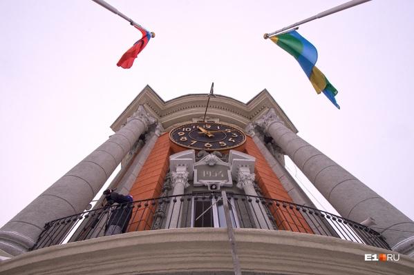 В администрации Екатеринбурга свободная пропускная система, и мошенница этим воспользовалась