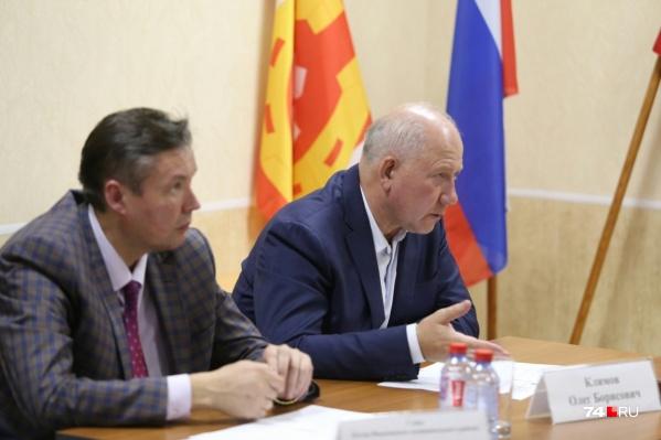 После сентябрьского землетрясения вице-губернатор Олег Климов и глава района Евгений Киршин участвовали в экстренном совещании