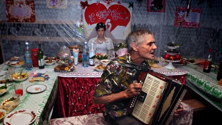 Тлен, безысходность, преодоление и надежда: фотографии сибирской глубинки, которые берут за душу