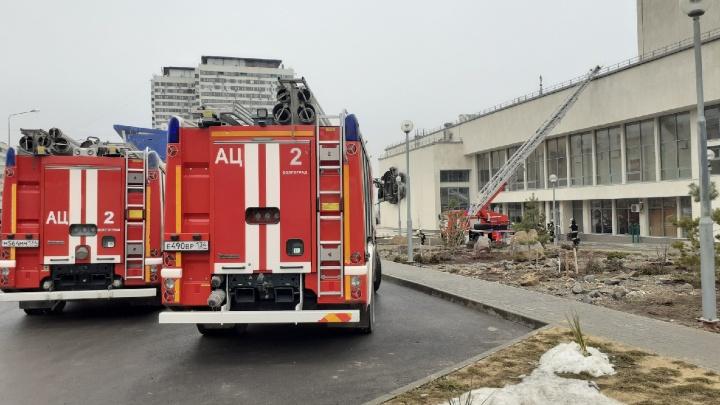 «На улице дежурят наряды ППС»: в центре Волгограда эвакуируют детско-юношеский центр