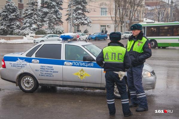 На место трагедии очевидцы вызвали инспекторов ДПС