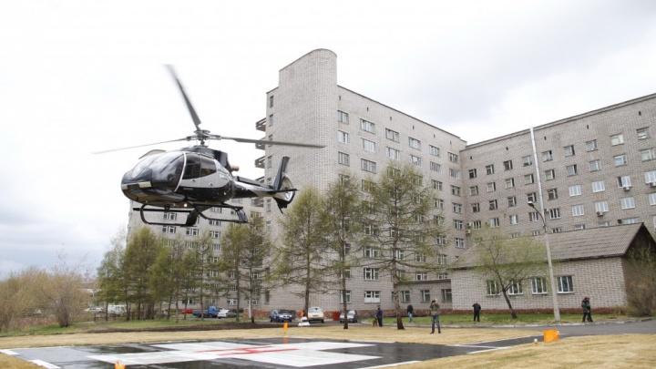 Мотоциклиста с раздробленным после аварии тазом доставили санавиацией в краевую больницу