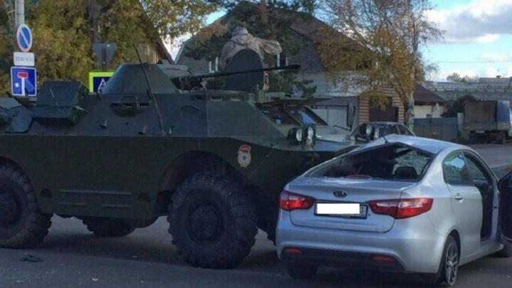 «У машины повело кузов»: в Кинеле бронемашина протаранила автомобиль KIA