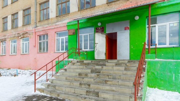 Обязывали платить: прокуратура заставила южноуральские школы убрать пункты о поборах