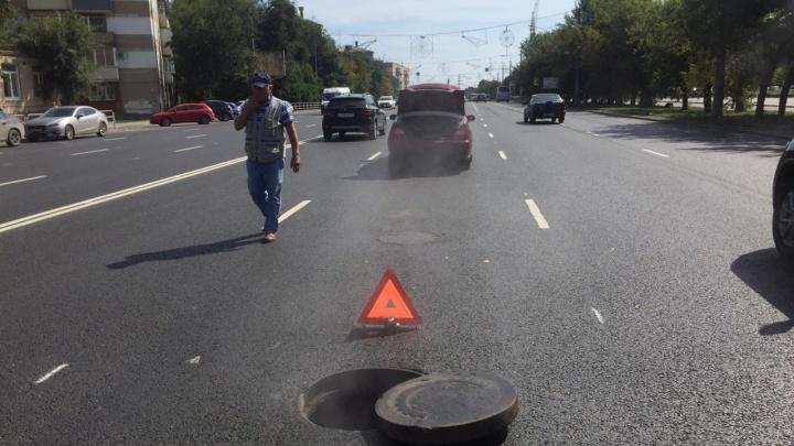 «Диски, колесо и подвеска вдребезги»: челябинец залетел в открытый люк на отремонтированной дороге