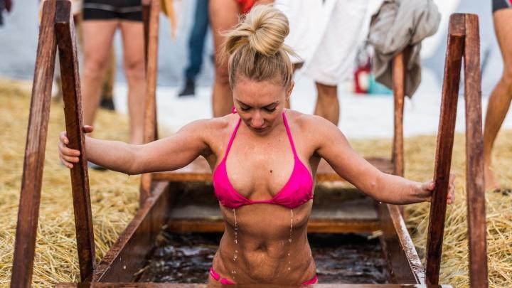 Горячие женщины: 8 самых впечатляющих сибирячек с Крещения