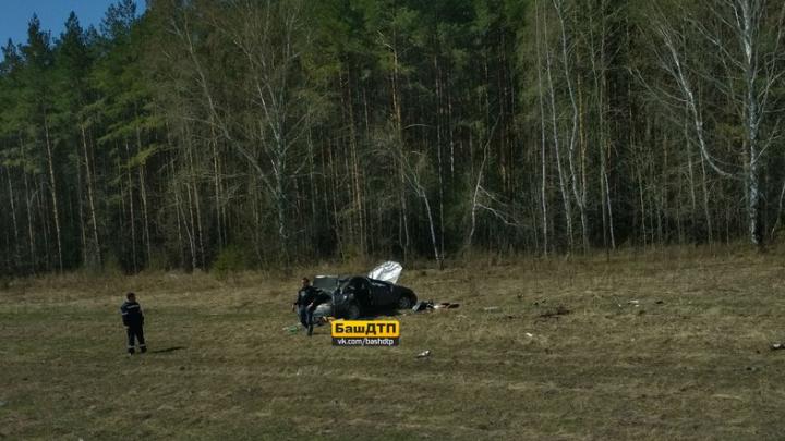 На дороге Уфа — Стерлитамак перевернулась легковушка: пострадали водитель и пассажир