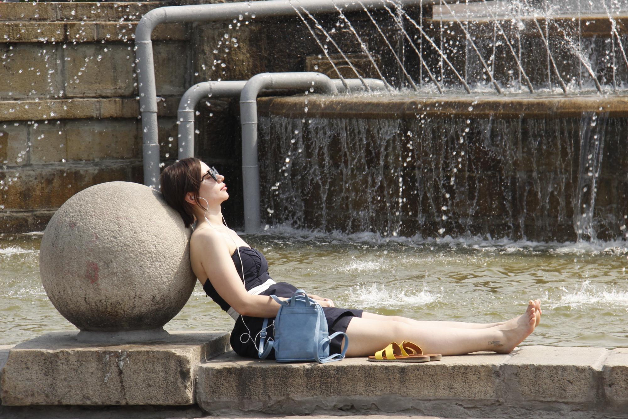 картинки жара в городе прикольные рассказывающем жизни