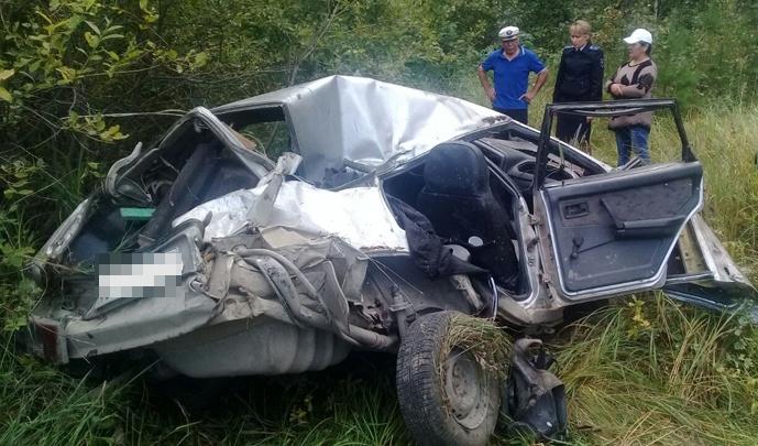 Ехали с сенокоса: на трассе в Башкирии погибли водитель и пассажирка ВАЗ-21099