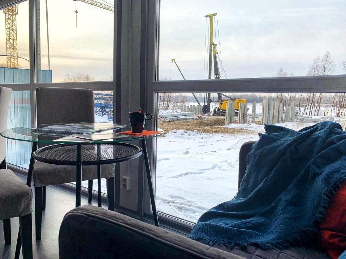 Как это устроено: открылся необычный офис продаж с панорамными окнами и пледами