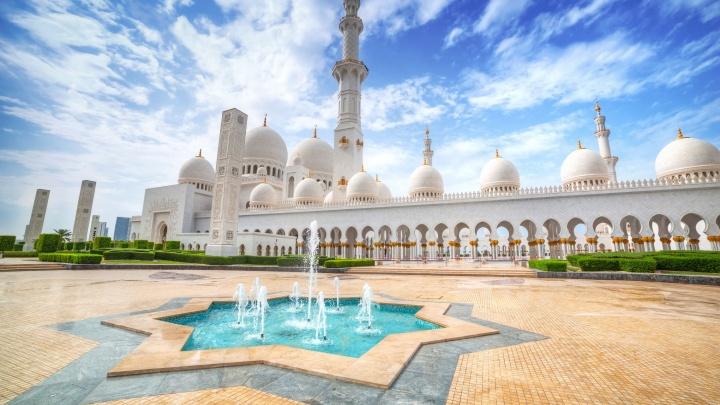 Самая красивая мечеть и захватывающее сафари: что посмотреть в Абу-Даби и остаться довольным