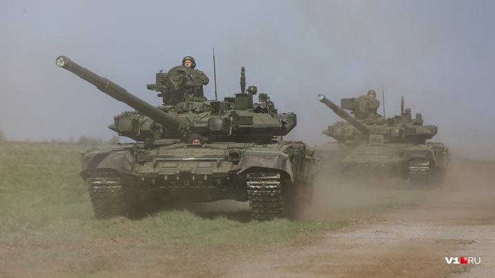 «Главное, чтобы Т-34 домчал»: военные Волгограда в последний раз прогнали технику перед парадом