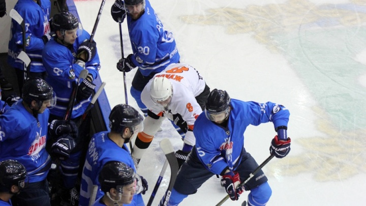 Хоккейный клуб «Зауралье» дома обыграл «Молот-Прикамье»