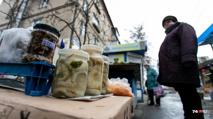«Остатки доторговываем и сворачиваемся»: продавцам с Доваторского рынка помогут найти новые места