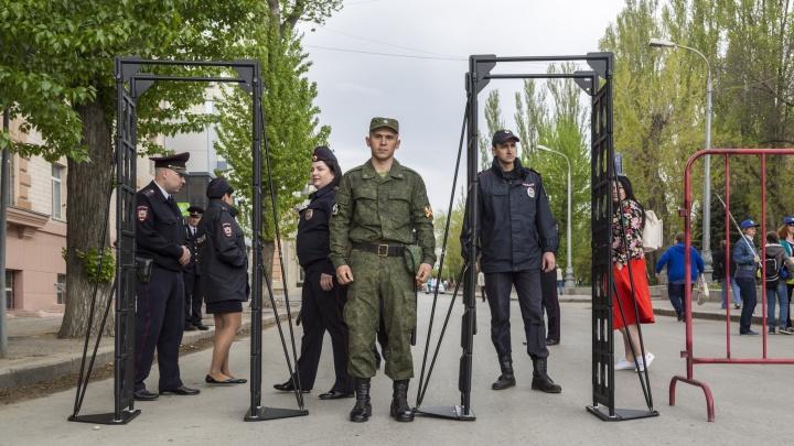 Всероссийский прецедент: волгоградец обвинил полицию в незаконных рамках и ограждениях на праздниках