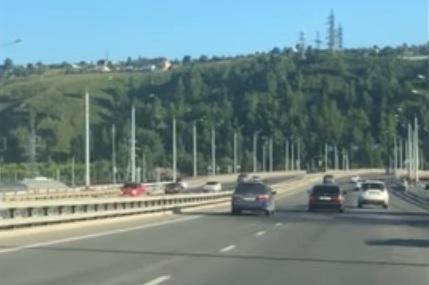 В ГИБДД заинтересовались видео с мстителем на Николаевском мосту и ищут его