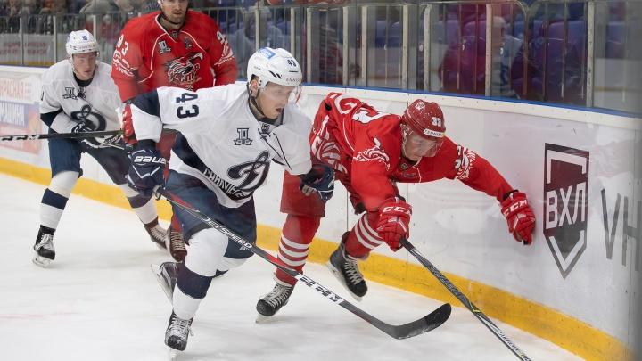 ХК «Ростов» сразился на ростовском льду с питерским «Динамо». Показываем, как это было