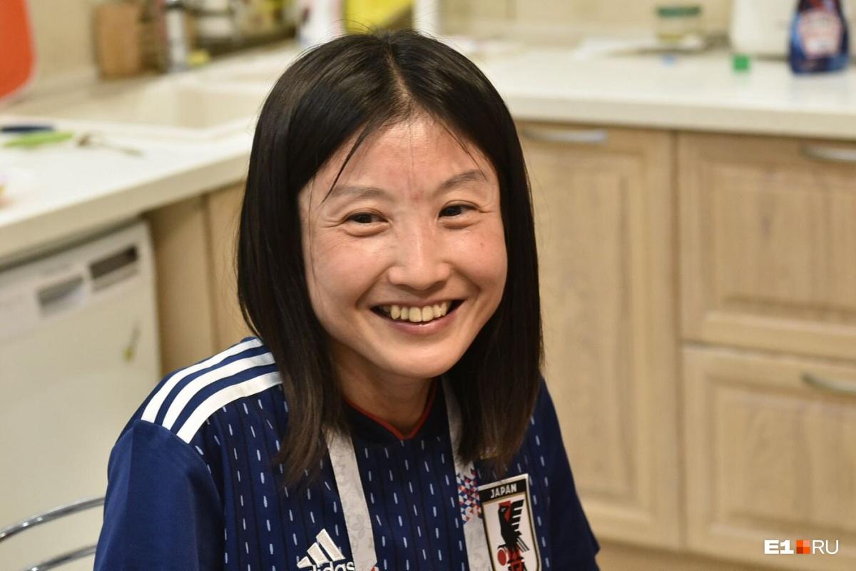 Томоко-сан работает в медицинской лаборатории