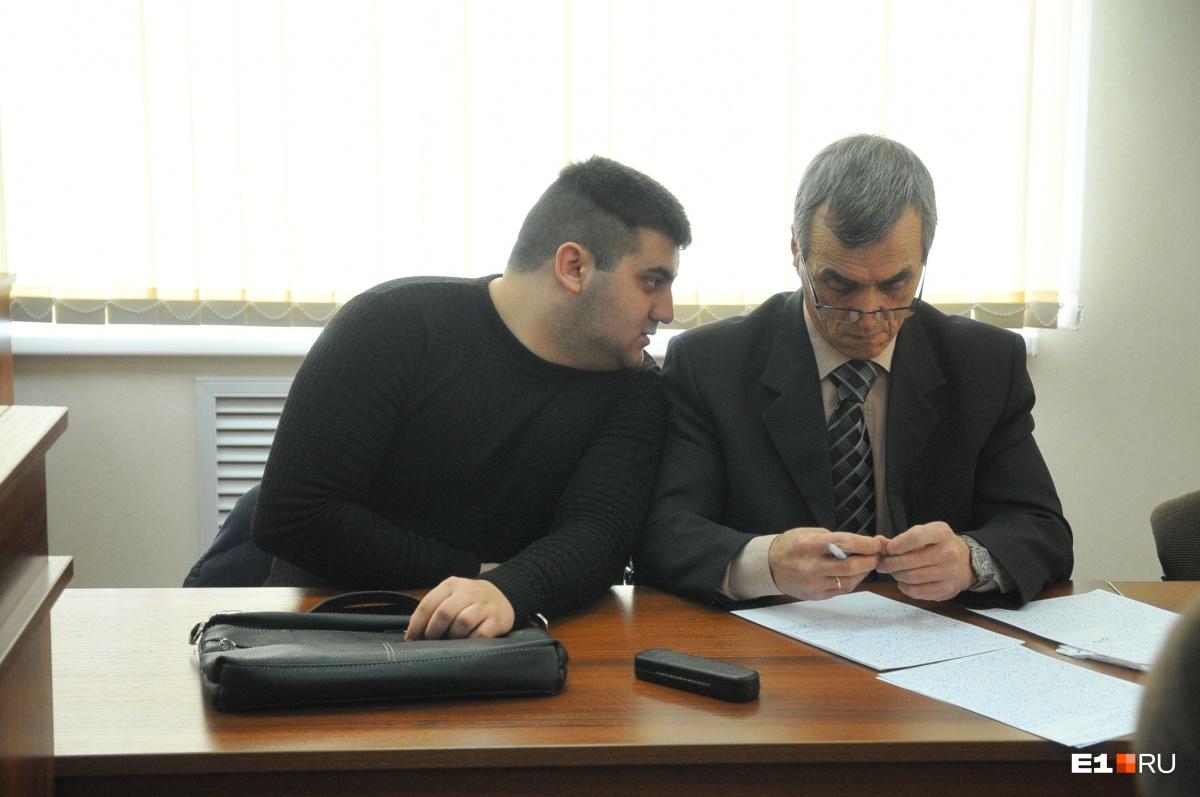 Саргиз со своим адвокатом