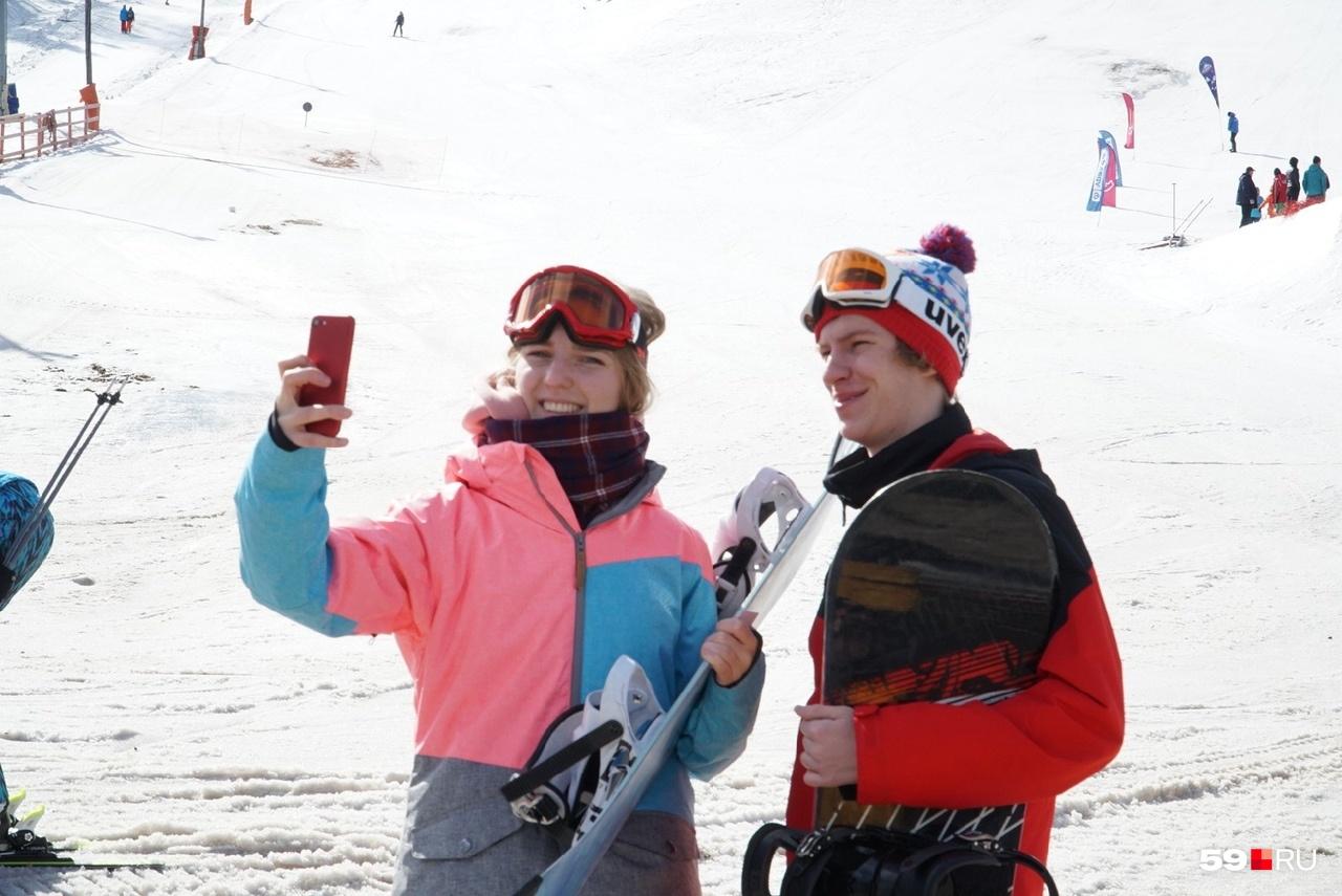 Вот они — настоящие поклонники горнолыжного спорта. Яркие и веселые