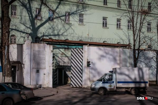 Подозреваемых в разбое посадили в изолятор