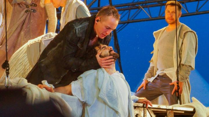 Рок-опера под открытым небом: на Крестовой горе показали спектакль «Иисус Христос — суперзвезда»