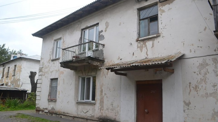 Жильцы заподозрили махинацию с землёй под их домом: хотели снести вполне целую двухэтажку