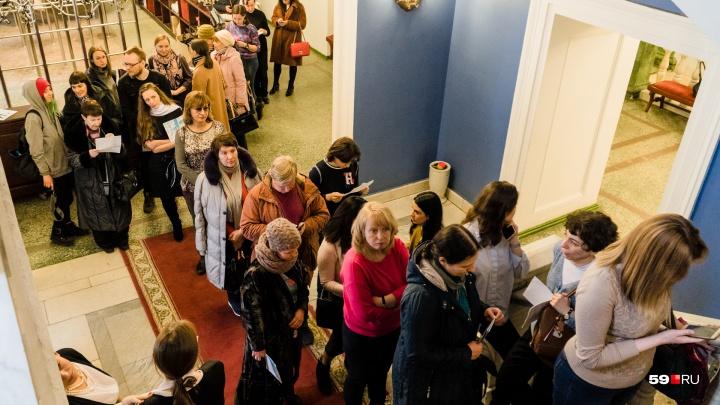 В Перми стартовала продажа билетов на Дягилевский фестиваль. Очередь за ними начинается от входа