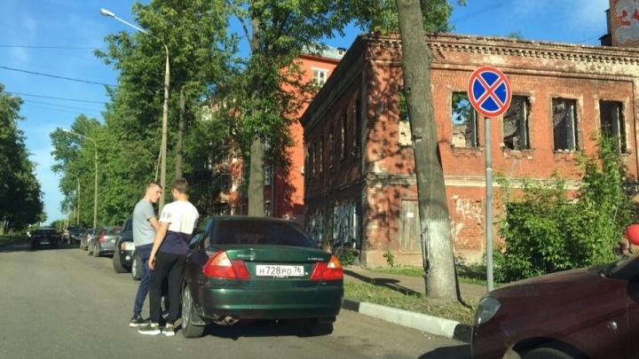 «Я лучше штраф заплачу, чем машину брошу»: ответ ярославцев, почему они нарушают ПДД