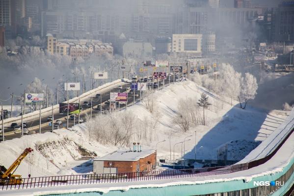 Несколько автомобилистов выразили недовольство дорожным покрытием Октябрьского моста