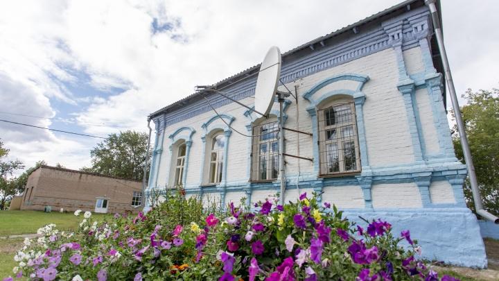 Без воды и с удобствами на улице: 74.ru узнал, каково в 21 веке учиться в дореволюционной школе