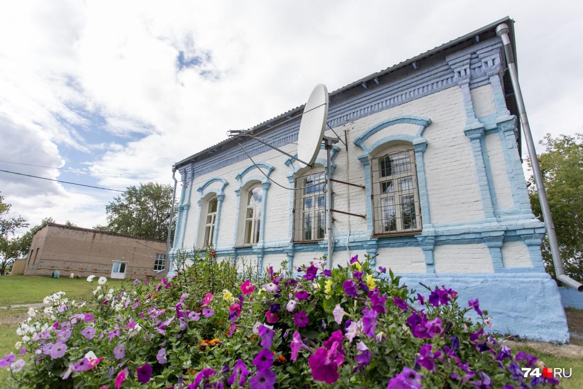 Школа в селе Григорьевка — старейшая на Южном Урале. Она появилась в 1901 году