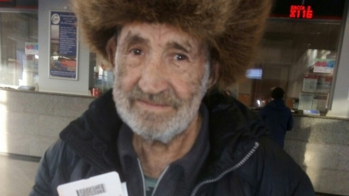 Новогодний подарок: тюменцы собрали пенсионеру деньги на билет до дома в Улан-Удэ