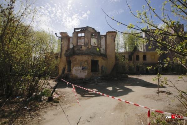 Садик строят на месте здания старой больницы на Клары Цеткин, 58, которое пустовало больше 10 лет<br>