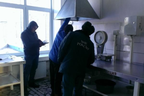 Прочисткой вентиляции, как правило, занимается управляющая компания