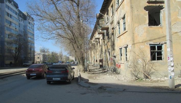 Чтобы никого не убило: грозящую трагедией заброшку на севере Волгограда пообещали обнести ленточкой