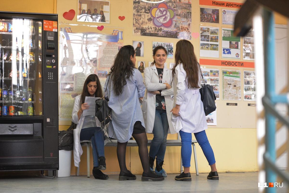 В Узбекистане, Казахстане серьезная проблема с кадрами, поэтому многие студенты после окончания учебы возвращаются домой
