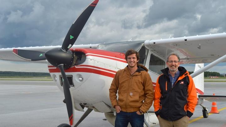 Летят из США в Австралию: в Кольцово на своем самолете приземлились отец и сын — авиаторы