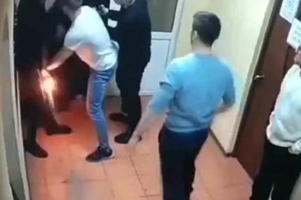 Мужчину удерживали до прибытия полиции