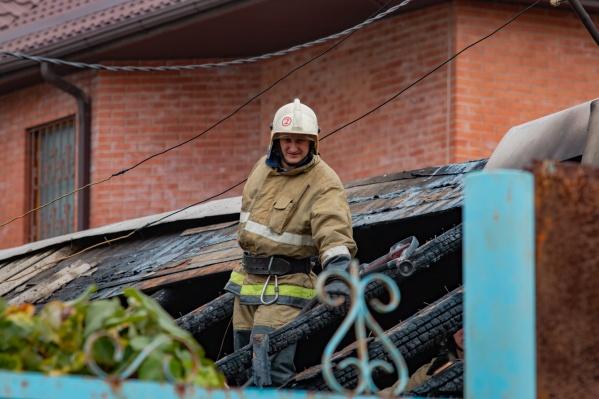 В тушении пожара принимали участие 19 спасателей