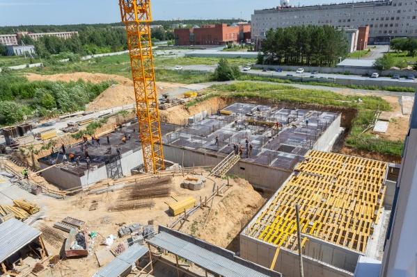 Фундамент готов — можно увидеть очертания будущей башни