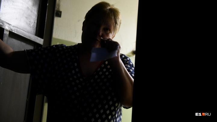 «Она решила его загнобить»: соседка школьника, напавшего на учительницу, рассказала о конфликте