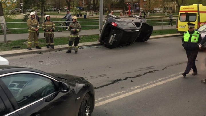 На Московском шоссе «Мазда» перевернула «Рено-Дастер»