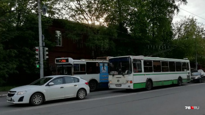 «Полное ограничение»: в Ярославле перекроют крупную транспортную магистраль и уберут троллейбусы