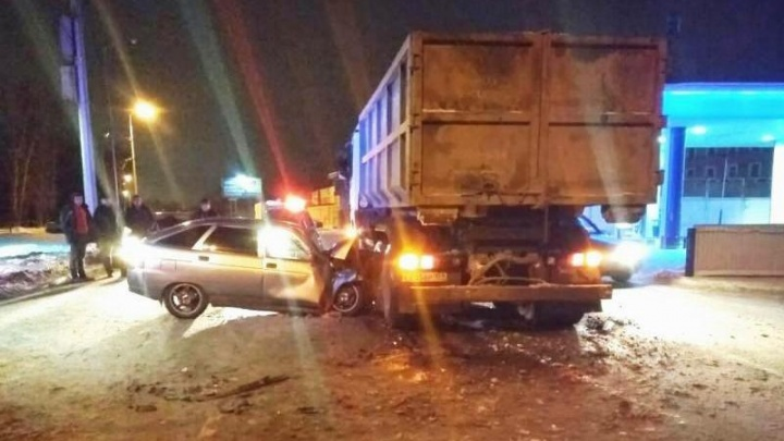 Не уступил дорогу. В Индустриальном районе молодой водитель погиб при столкновении с мусоровозом